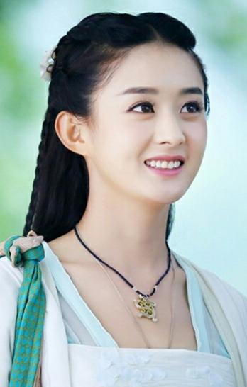 赵丽颖饰演的碧瑶一袭绿衣,身影俏丽灵动.