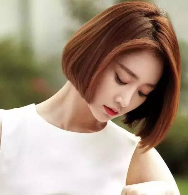 韩式短发卷发,再加上侧编刘海韩味十足