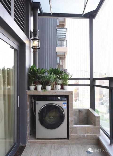 关内容 ▲ 阳台自砌了洗衣柜和拖把池,简单实用