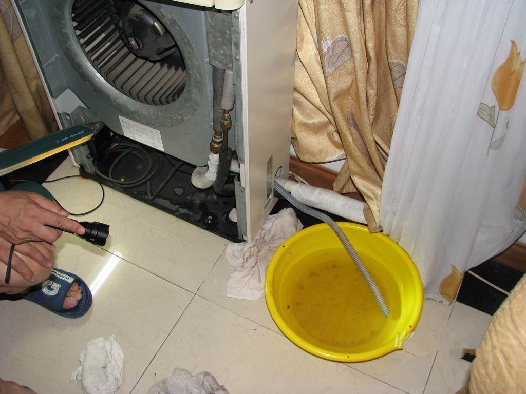 柜式空调室内机底下漏水怎么回事? 维修师傅的话让我大吃一惊!