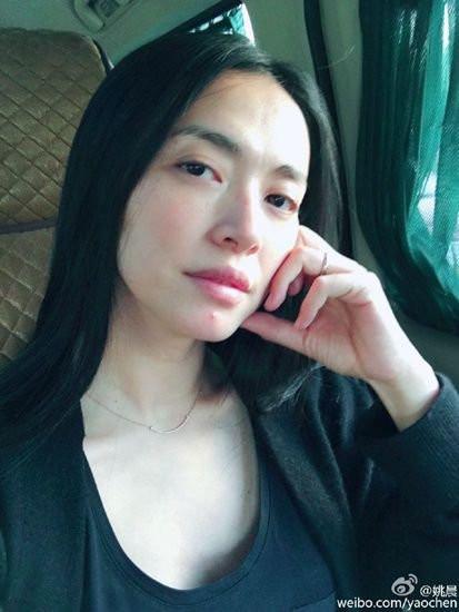 """点击加载图片 近日,女星刘涛在微博晒出刮胡子的素颜照,""""国民老公""""打"""