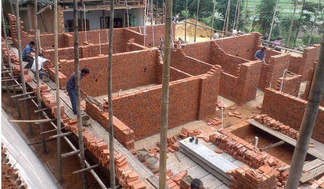 农村自建房好看是其次, 地基建造安全性能是第一!
