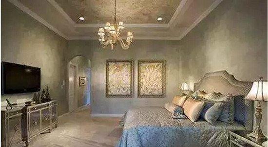 欧式卧室吊顶打造出了穹顶的效果,华丽的造型,精致的装饰,吸睛的色彩