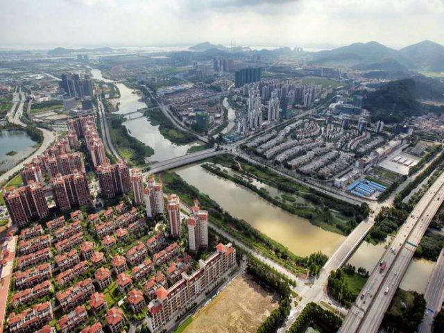 3%,较上海浦东新区和天津滨海新区同期增速分别高出 8.5 和 4.