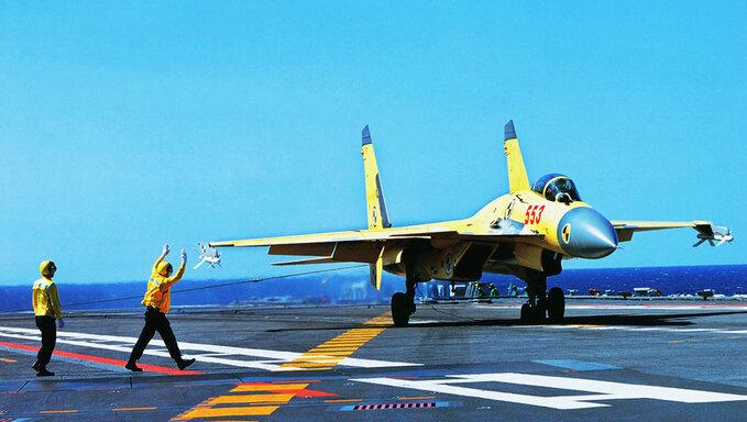 歼11逼停日本战机: 飞行员看到震撼一幕