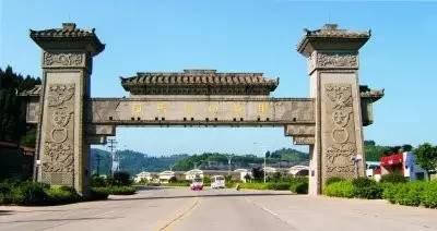 正在建设的凤垭山天乐谷景区,将打造特色小镇,影视城,主题游乐城等