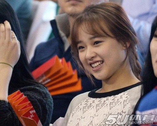 韩艺萝莉孙妍在素看球