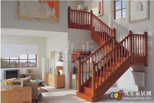 在目前的家庭装修中,楼梯是室内装修设计的一大亮点,一部好的楼梯,不仅能成为家装谁中的点睛之笔,而且也要结实耐用,给家人带来安全保障,那么家庭楼梯装修注意哪些问题呢?下面九正家居网给大家详细介绍楼梯装修设计的要点和需注意的风水问题。 家庭楼梯装修设计要点 1、楼梯材质的选择 其实能够用来装饰楼梯的材料还有很多,如钢材、石材、玻璃、绳索、布艺、地毯等。将这些材料恰当组合使用,并与整个居室风格相匹配,一定会有很好的效果。 木材:在楼梯的装饰中应用较为广泛,市场上卖的木地板可以拿来直接铺装做踏脚板,扶手也可以选择