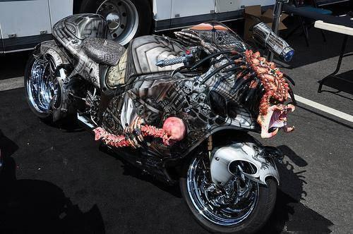 国外这种改装奇异造型的摩托车不在少数.   这辆怪异的改装摩托车号