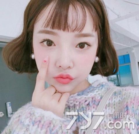 韩式大c短发 发尾大c的韩式短发也是2017流行款式之一,非常可爱俏皮