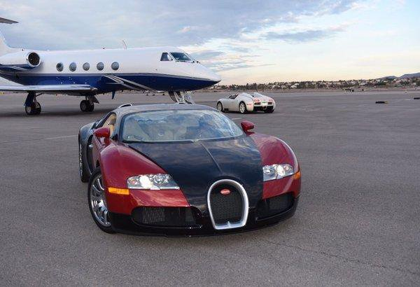 去购物,梅威瑟的交通工具是跑车和飞机.