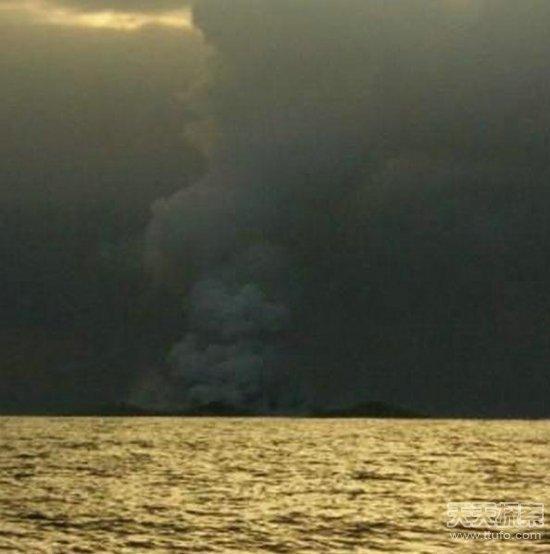 南太平洋,火山喷发,相信自己,沙滩,大海 船员海中发现怪异沙滩 靠近后疯狂逃跑