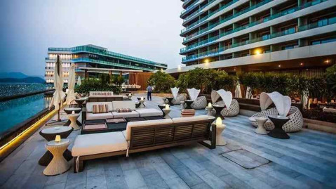 坐落在三亚大东海景区的三亚山海天万豪酒店绝对是你不可错过的度假