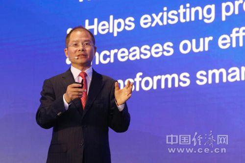 华为轮值CEO徐直军做主旨发言