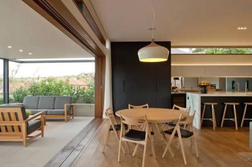 餐厅,厨房,观景客厅都采用了木质家具